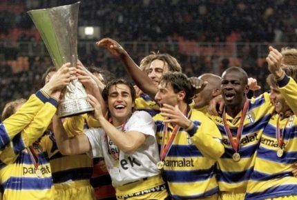 Il Parma rivive la vittoria della Coppa Uefa del 1999 su twitter: tre ore di live-tweeting della finale a 20 anni di distanza