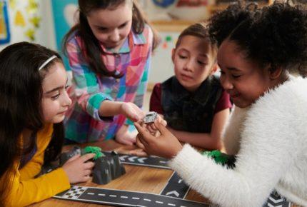 #Girlshavenolimits: la campagna social di Mercedes che dona 50.000 macchinine alle bambine americane